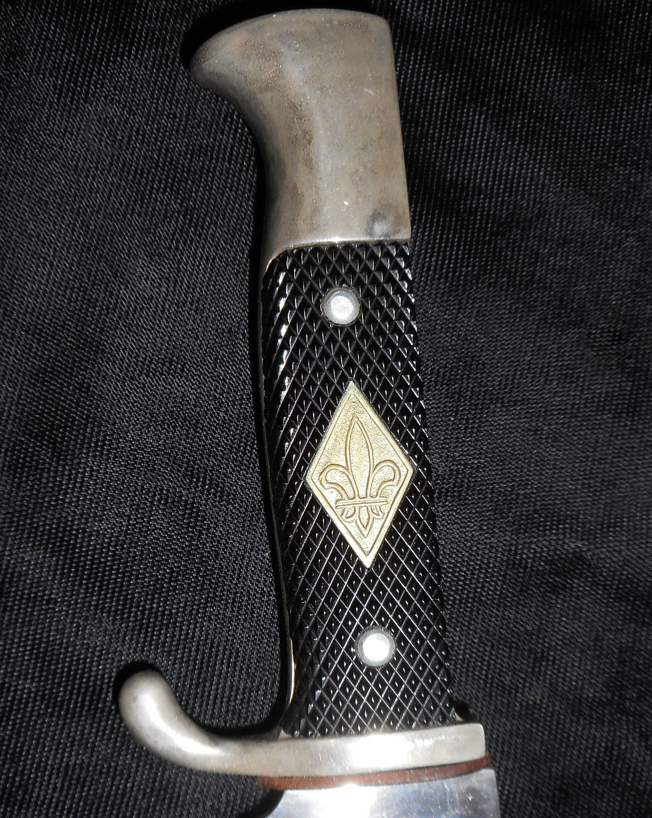 how to close boy scout knife